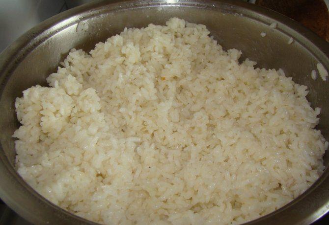 A rizs főzése szerintem sokaknak egy mumus. Én viszont most leírom Nektek, hogyan lehet egyszerűen, gyorsan, nagyszerű rizst főzni, és még az sem fontos...