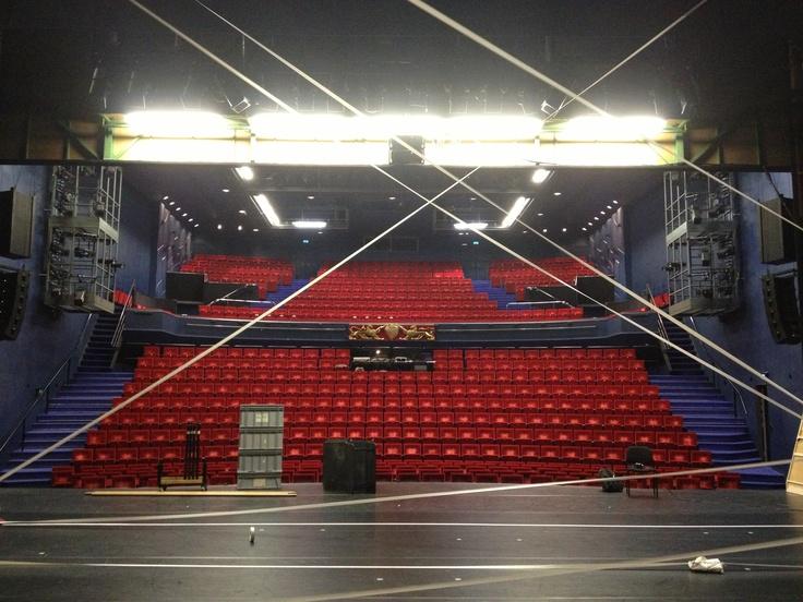 Performing Bontenblauw / Rainbowblue at the Stadsschouwburg Utrecht, The Netherlands. Introdans Ensemble voor de Jeugd!