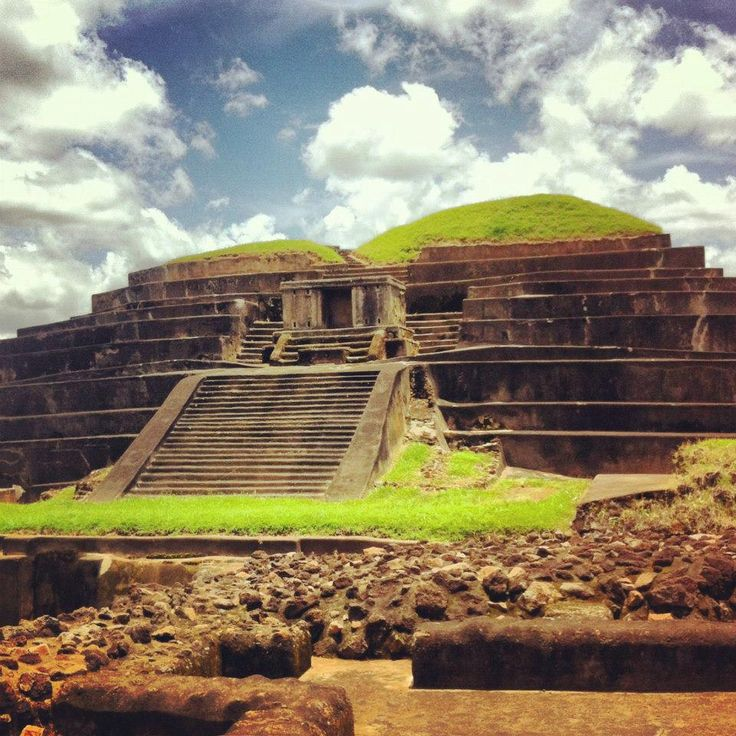 ruinas mayas en Tazumal - El Salvador. http://www.travelbrochures.org/35/central-america-and-the-caribbean/beautiful-land-of-el-salvador
