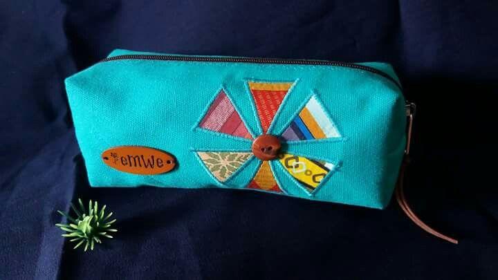 """""""Bunga Segitiga"""" box pouch"""