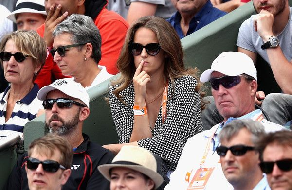 Kim Sears Photos Photos - Wife of Andy Murray, Kim Sears watches on during the mens singles fourth round match between Andy Murray of Great Britain and Karen Khachanov of Russia  on day nine of the 2017 French Open at Roland Garros on June 5, 2017 in Paris, France. - 2017 French Open - Day Nine