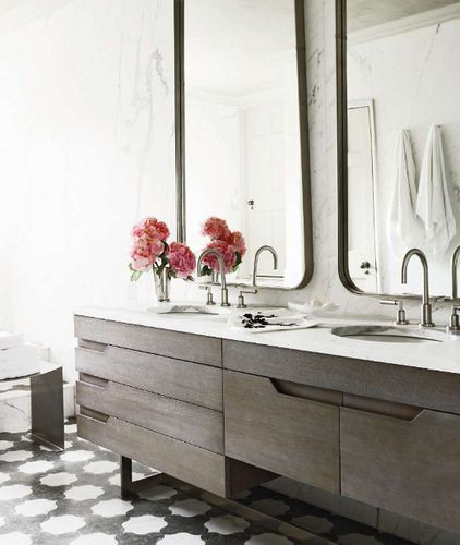bathroom dark timber - light marble | beautiful Joinery