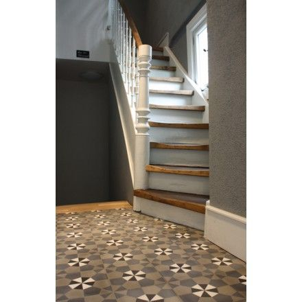 Mehrfarbiges geometrisches Muster aus Spanien. Zementmosaikplatte in dunklen Erdtönen: 13660 #zementplatte #mosaik #mosaic #tile #fliese #spain #spanien #earthy #erdtöne #erdig viaplatten.de