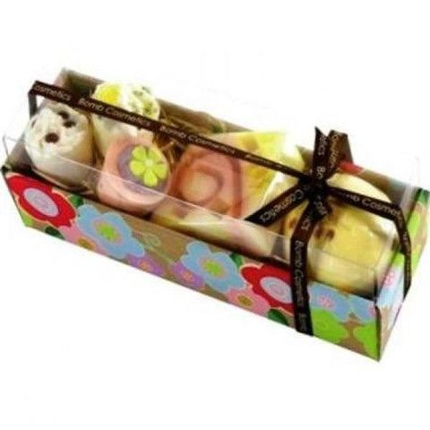Hawaiian Flower Gift Pack, £12.99. Available from Holly House Gifts, Enterprise Shopping Centre, http://enterprise-centre.org/shop/holly-house-gifts