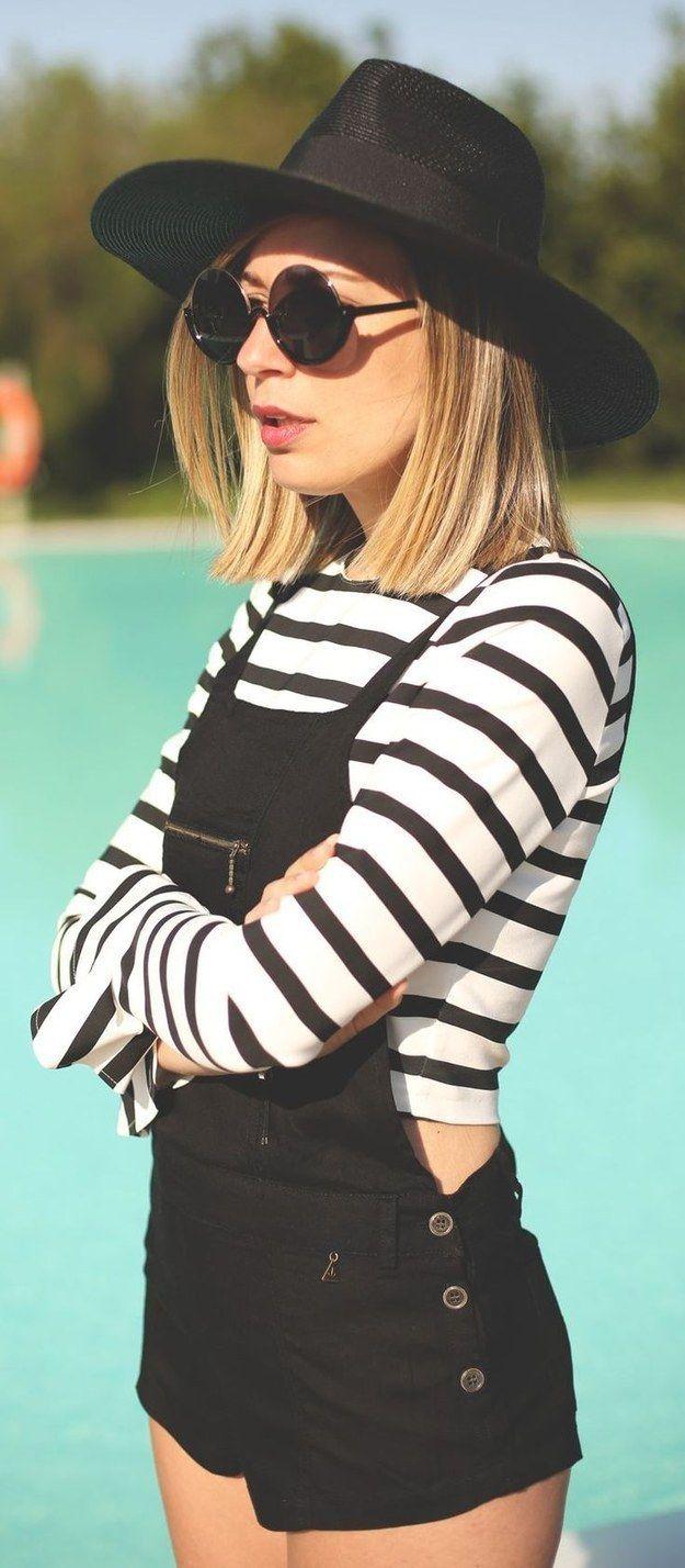 Agrega unas gafas de sol y un sombrero negro a tu atuendo para un look más ~hipster~. | 18 Looks ideales para las chicas que quieren usar overoles
