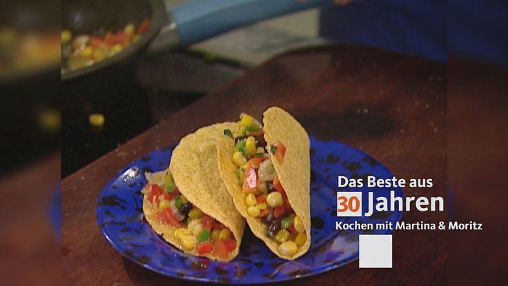 Diesmal haben wir uns in der mexikanischen Küche umgetan: Dort liebt man kleine Leckerbissen und Happen, würzige Saucen und Dips, die mit Tacos oder Tortillas verspeist werden. Lauter Sachen, die ideal für die Party sind: Denn sie lassen sich gut vorbereiten, machen nicht viel Mühe und sind nicht so schrecklich teuer. Autor/-in: Martina Meuth, Bernd Neuner-Duttenhofer