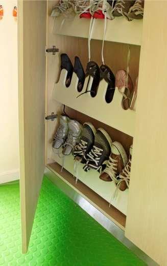 Mange vanlige skoskapinnredninger/knagger kan også monteres i smale klesskap.