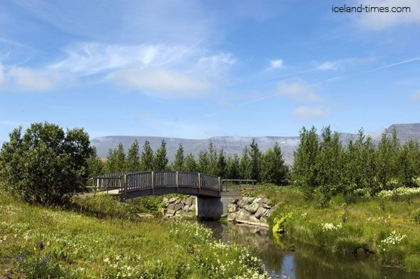 The country town of Mosfellsbær is renowned for its tranquil environs and beautiful landscape and is just 15 minutes away from the capital city!