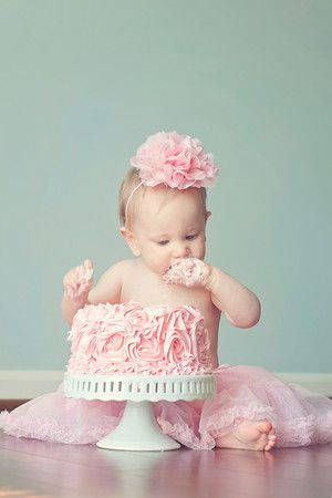 Im not sure I like the whole smash cake thing, but this picture makes me like it a little more.