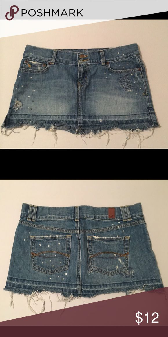 Abercrombie and Fitch denim skirt Cute Abercrombie and Fitch denim skirt with a bit of fringe and little specs of white paint for some spunk! Abercrombie & Fitch Skirts Mini
