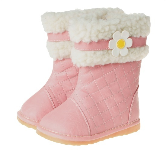 These gorgeous pink toddler girls boots feature faux fur linings for extra warmth and comfort.  Flexible midsole and extra ankle support make these great for new walkers.