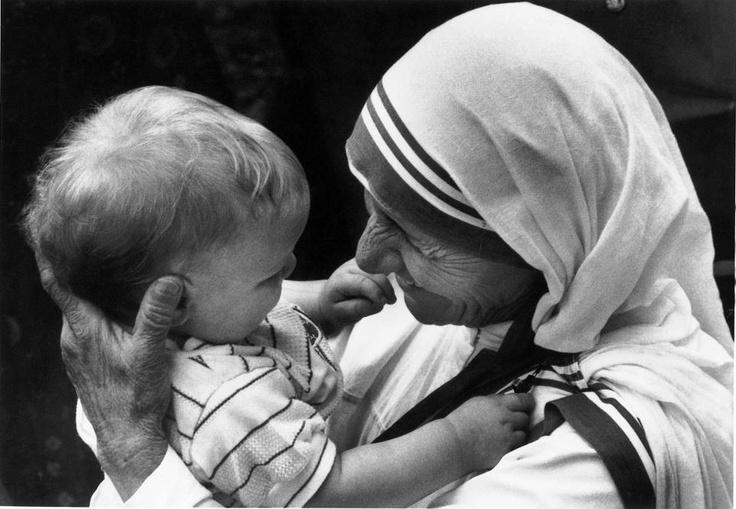 Insegnerai a Volare, ma non voleranno il Tuo Volo. Insegnerai a Sognare, ma non sogneranno il Tuo Sogno. Insegnerai a Vivere, ma non vivranno la Tua Vita. Ma in ogni Volo, in ogni Sogno e in ogni Vita, rimarrà per sempre l'impronta dell' insegnamento ricevuto.  (Madre Teresa di Calcutta) ♥♥♥