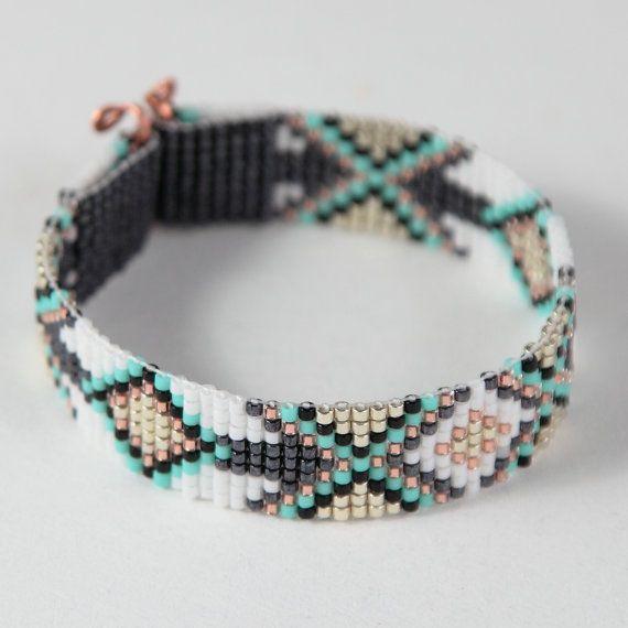 Esta pulsera Tribal diamantes grano telar fue inspirada por todos los hermosos nativos y latinos americanos patrones que veo a mi alrededor en
