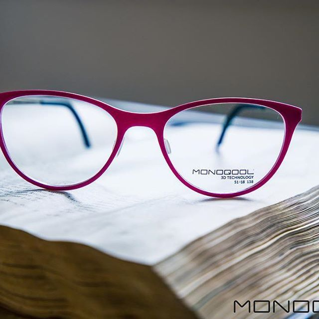 It's a KINDA KUTE pink  #pink #kindakute #monoqool #glasses #eyewear #danishdesign #madeindenmark #innovation #3dprinting #tailormade #book
