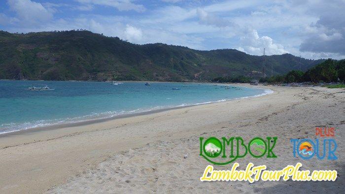 Wisata Pantai Kuta Lombok bersama Lombok Tour Plus. Lihat informasi selengkapnya tentang Pantai Kuta di http://lomboktourplus.com/blog/keindahan-panorama-pantai-kuta/ Wisata Anda di Lombok pasti akan menyenangkan jika mengunjungi obyek ini.