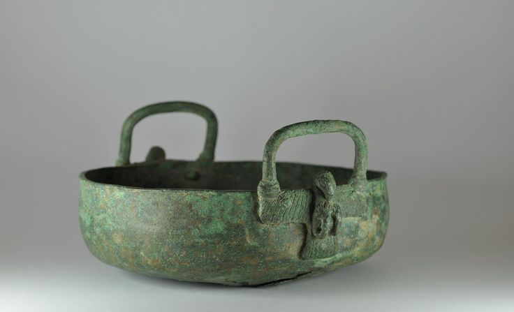Persian bronze vessel, Persian bronze cauldron with bird handles, 1st millenium B.C. Persian bronze vessel, Persian bronze bowl with handles in shape of bird, 26 cm diameter, unpublished. Private collection