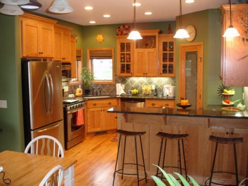 I have oak cabinets that i don 39 t want to paint looking for I have a small kitchen that i want to remodel