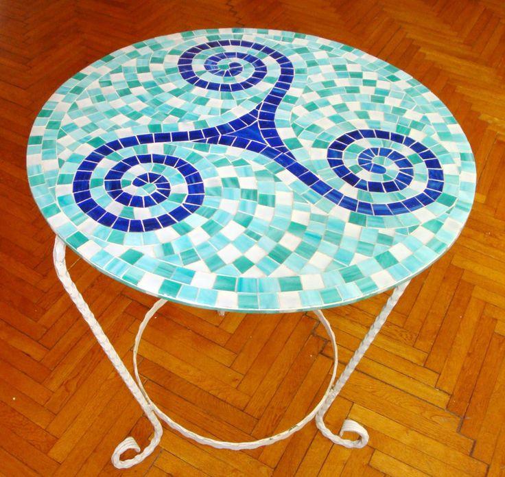 Spiral desenli metal mozaik sehpa