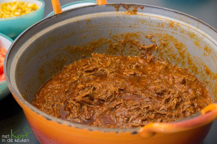 Een recept voor Mexicaanse pulled beef (rundestoofvlees) met mais, zwarte bonen en/of kidneybonen, tomaten, wraps, rijst en natuurlijk een frisse dressing.