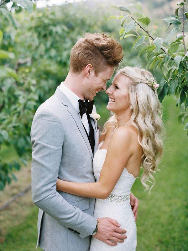 A happy bride and groom = an amazing wedding day! | http://www.weddingpartyapp.com/blog/2014/10/07/wedding-planning-tips-communicate-groom-planning-wedding/