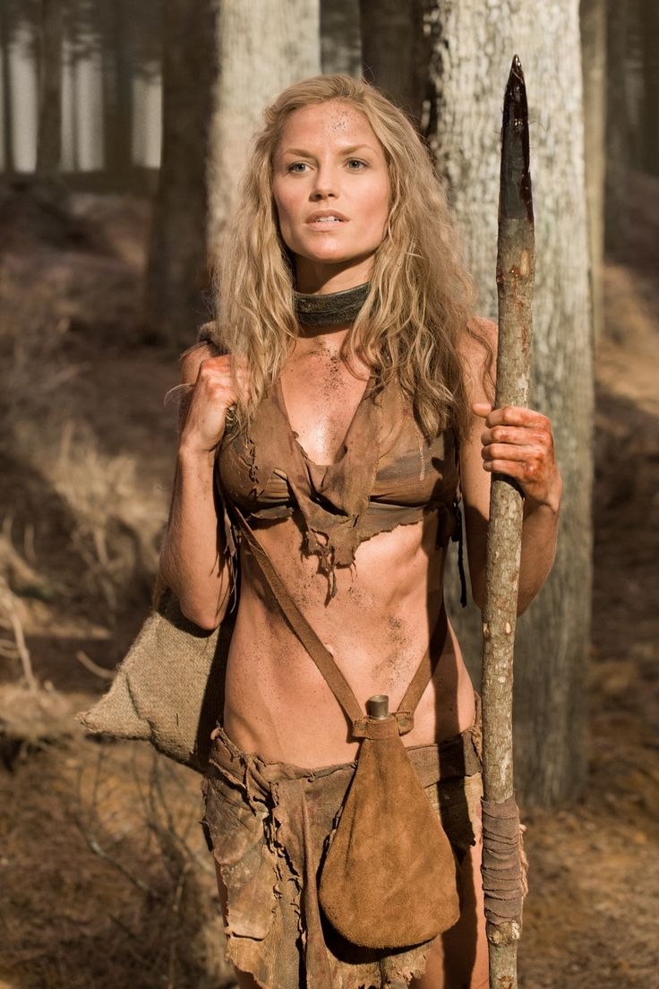 Ellen Hollman as Saxa, a German slave & rebel in Spartacus. She's got a lean, cut & rockin' bod.