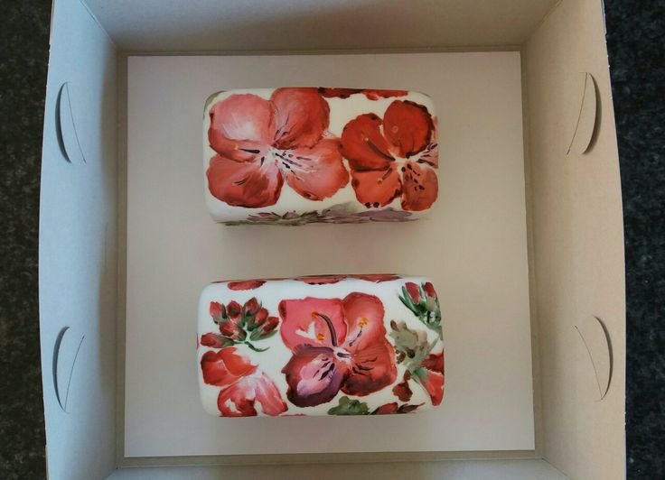 Hand-painted fruit cake: neat little Chrimas presents.