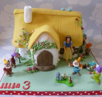snow white and 7 dwarfs house cake,disney figurines