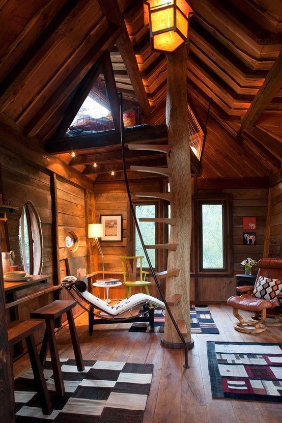 【コンパクトスペースに遊び心満載】ロフトとベランダ付きの20平米のツリーハウス                                                                                                                                                                                 もっと見る
