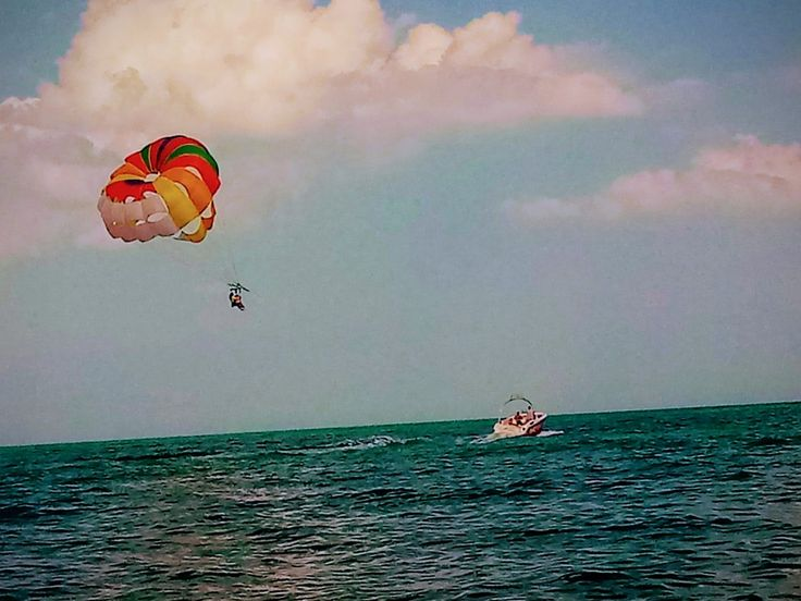 Parasailing, Bulgaria (by Maggie00)