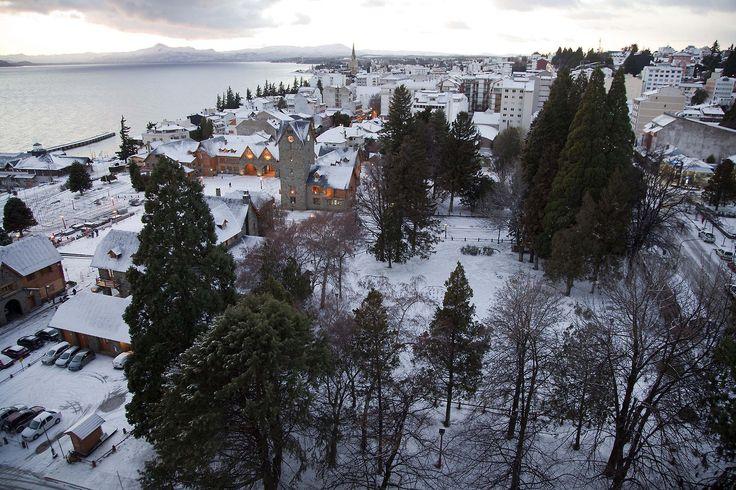 Bariloche: El Centro de la ciudad y alrededores amaneció con nieve y heladas importantes. (Télam)