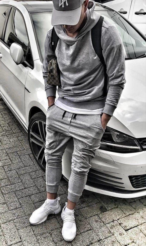 Graue Jogginghose, Cap, Hoodie und weiße Sneakers … – Sport Style for Men
