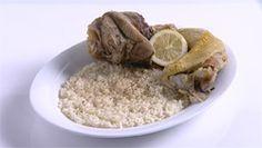 Από τον Chef Νίκο Κουνδουράκη Ημερομηνία Προβολής: 06/12/2010 – Πατήστε εδώ για να δείτε το video ΥΛΙΚΑ 1 κόκορα μικρό 2 κιλά προβατίνα ήζυγούρι ήγίδα 1 κιλό ρύζι καρολίνα 2 κ.σ. στακοβούτυρο Λεμόνι για το σερβίρισμα Αλάτι & πιπέρι ΕΚΤΕΛΕΣΗ Σεκατσαρόλα βράζουμε σε αλατισμένο νερότον κόκορα κομμένο σε μερίδες. Το ίδιο κάνουμε σε δεύτερη κατσαρόλα …