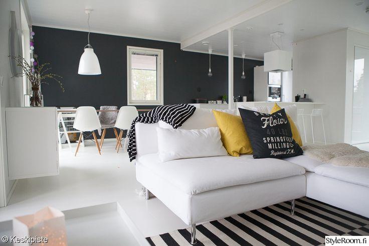 olohuone,sisustus,valkoinen sohva,valkoinen lattia,olohuoneen sisustus