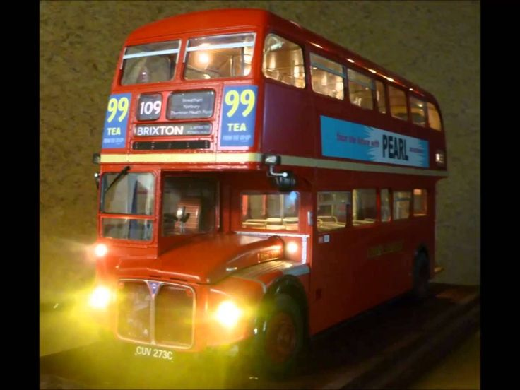 Revell 1:24 scale Routemaster Bus kit with lighting - YouTube