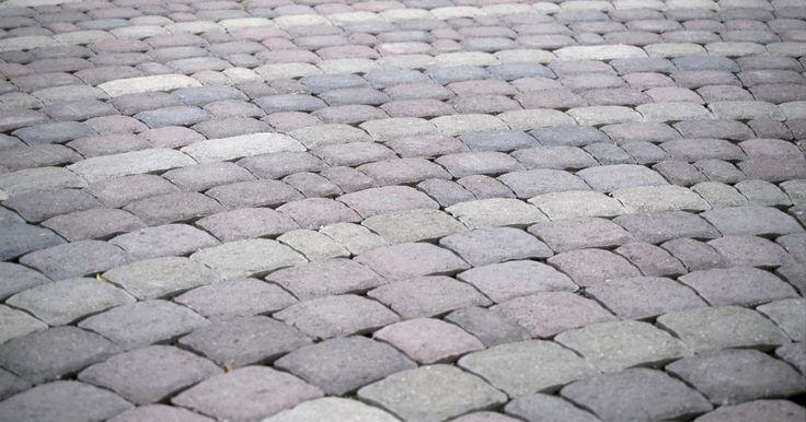 Como fazer uma base de areia para pavimentação de tijolos. Pátios com pavimentação de tijolos podem ser um toque atrativo ao paisagismo de sua casa e fornecer excelentes espaços para a vivência e entretenimento ao ar livre. Se construídos de forma apropriada, durarão anos. Um dos elementos essenciais para a construção de pátios de tijolos é uma sólida base de areia para colocá-los. Fazer o trabalho da ...