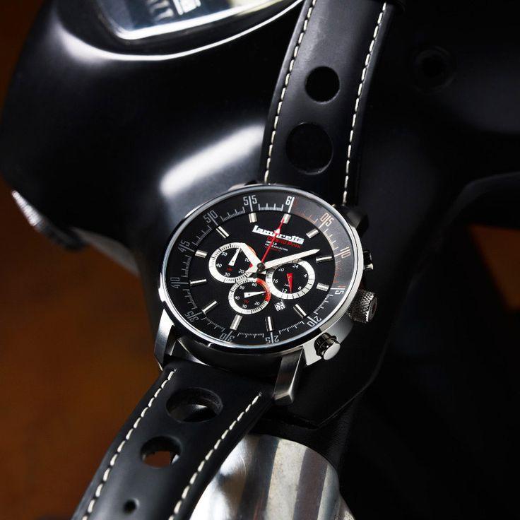 """Nuova retro-chic collezione di Lambretta, in foto il cronografo """"Imola Bracelet Black"""", in vendita a 189 euro, per info clicca qui http://www.orologichepassione.it/catalogo.php?marca=76&lingua=1  Questo cronografo ispirato alle corse è dedicato al circuito di Imola. Imola è anche il nome dato ad un tuning kit cilindri per scooter Lambretta, per coloro che desiderano andare più veloce!"""