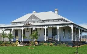 Australian Federation Home There are considered to be 12 styles of Federation architecture. Common features of this period include verandahs, detailed fretwork, leadlight windows, dominant rooves with gables, bay windows, large and decorative ceilings. (Info from federationdetails.blogspot.com.au)