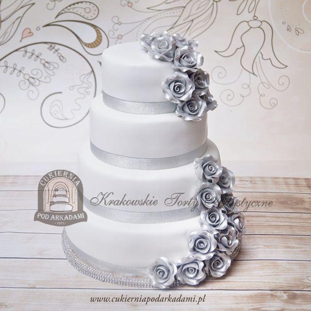 22BW Tort weselny zdobiony srebrnymi różami. Wedding cakke decorated with silver sugar roses.