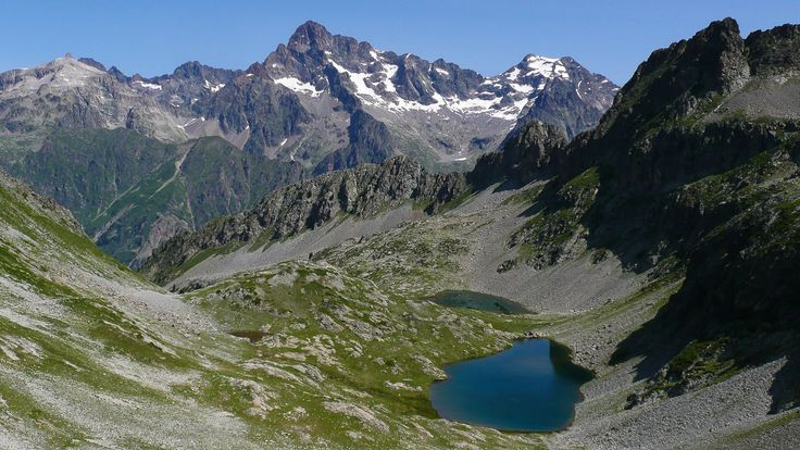 Lacs de Sebeyras à 2305 m. Vagaudemar. Parc national des Ecrins. Au départ des Portes, au dessus de la Chapelle en Valgaudemar.