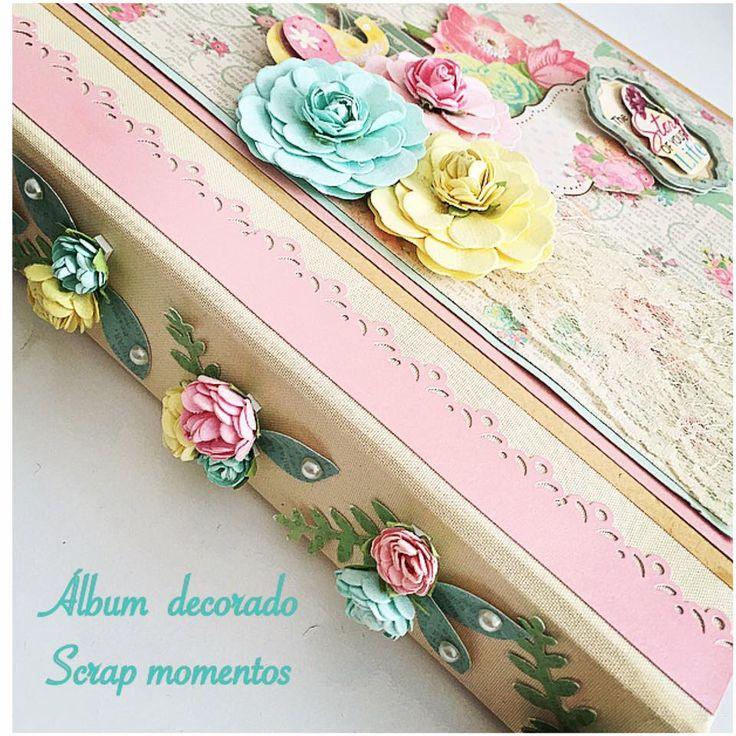álbum decorado com mini flor artesanal,pérolas, furador de borda e folha e flores artesanais