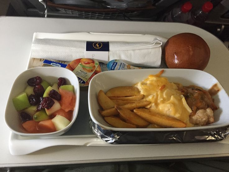 Lufthansa 716, Frankfurt - Tokyo-Haneda (premium economy) Breakfast option: Scrambled egg with cheddar cheese, potato wedges, vegetables and chicken breast, Fruit salad with dried lingonberries, Assorted onigiri and pastries
