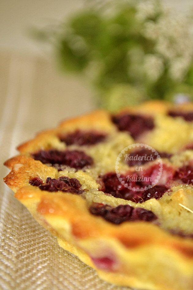 Clafoutis framboises fraîches, bio et amandes - Recette du dessert qui convient bien l'été avec des fruits