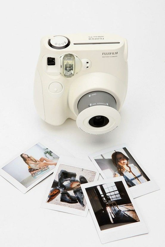 Mini Polaroid pictures! Cute! want want want want....  oh and did I say WANT!!!