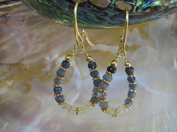 AURA EDELSTEIN, Opal Ohrringe, äthiopischer Opal, Saphir Ohrringe, blauer Saphir, Saphir Perlen, Opal Perlen, Edelstein Ohrringe, 925 Silber, Opal Schmuck