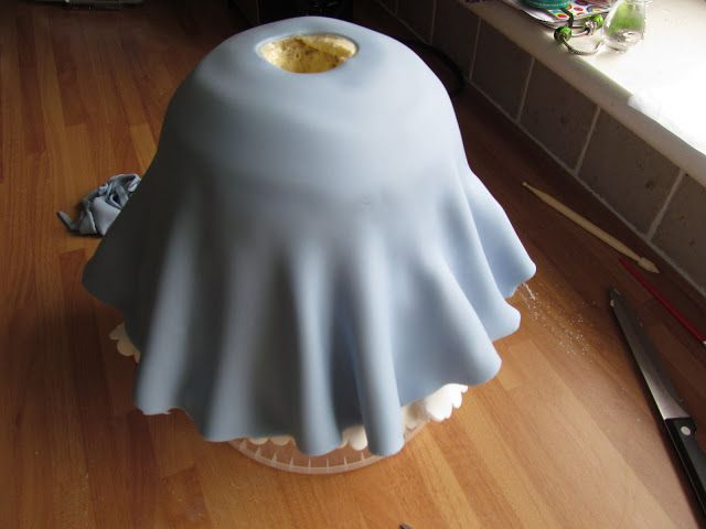 Cinderella Doll Cake Tutorial, full photographic step by step for the perfect princess cake. GoodFoodShared.blogspot.com