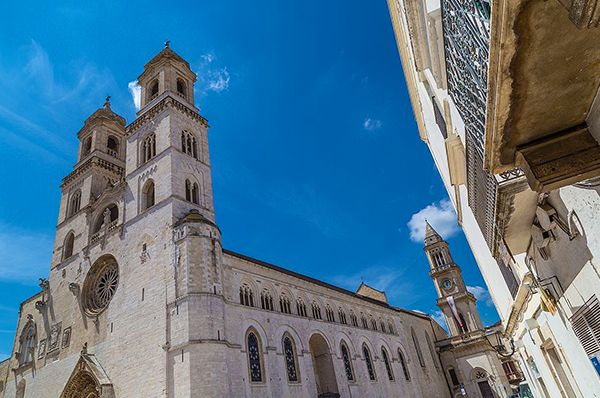 Nota per il suo pane DOP dalla crosta spessa e croccante, #Altamura è una città ricca di storia, influenzata specialmente da Federico II, edificatore della bellissima cattedrale. ⛪  Ci sei mai stato? Se sì, inviaci foto e video ⬇️  #CosaVedereinPuglia #Pugliacom #WeAreinPuglia