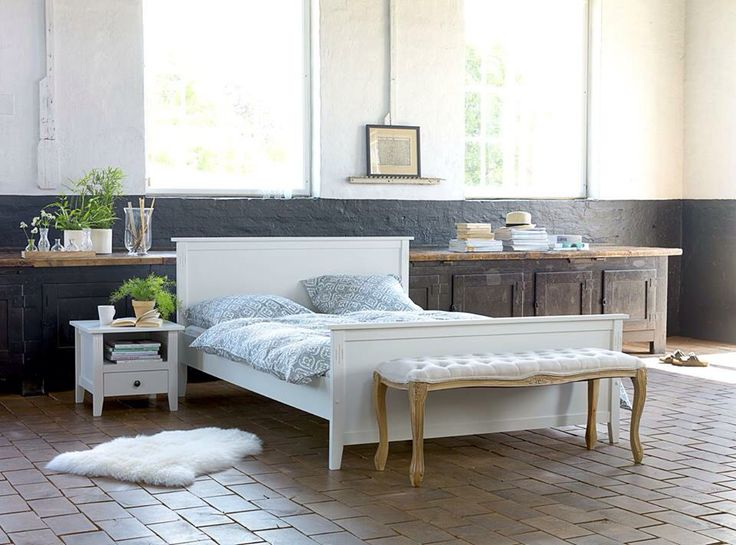 Fresh and light. AULUM bed, HADERSLEV bench.