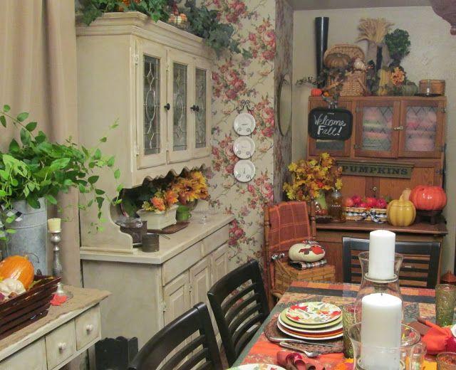 Sale da pranzo grande e piccola Autunno francese Paese