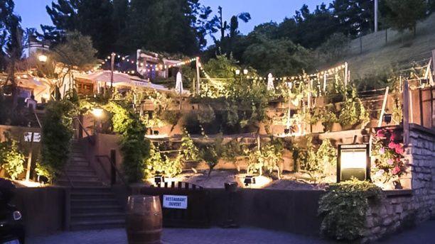 Issy Guinguette - En hiver pour le menu Mets et Vins et en été pour la terrasse ! Un endroit incontournable pour ceux qui habitent dans le coin !!
