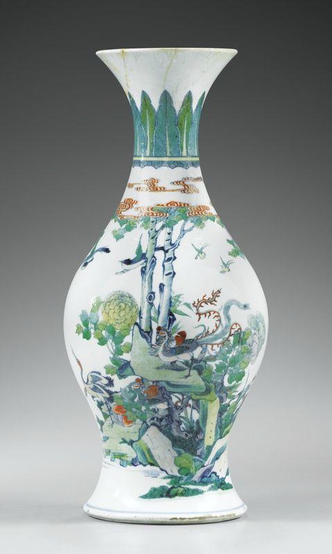 Vase en porcelaine doucai, Dynastie Qing, Époque Yongzheng (1723-1735)